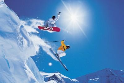 Puder, skidor, snowboard och sol