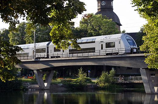 Lågprisflyg eller miljövänligt tåg?