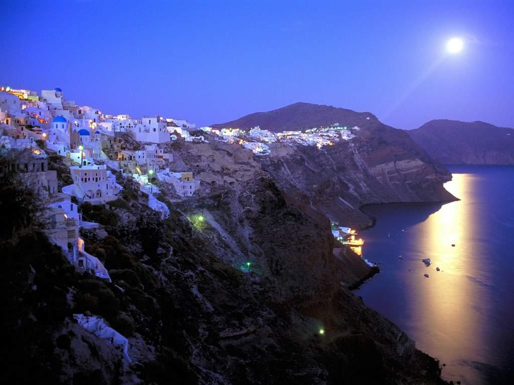 """Santorini badar i månsken. Grekland by """"by night""""."""