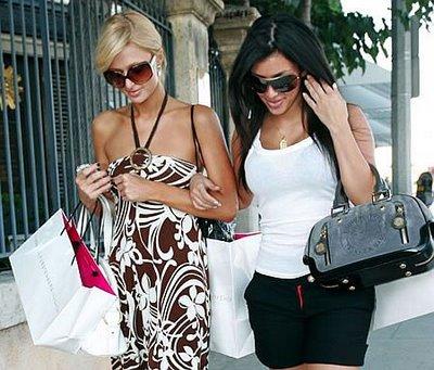 Paris Hilton testar shopping i Paris, London, Rom och Milano