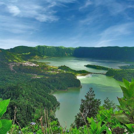 Vackra Azoerna har stora vulkansjöar