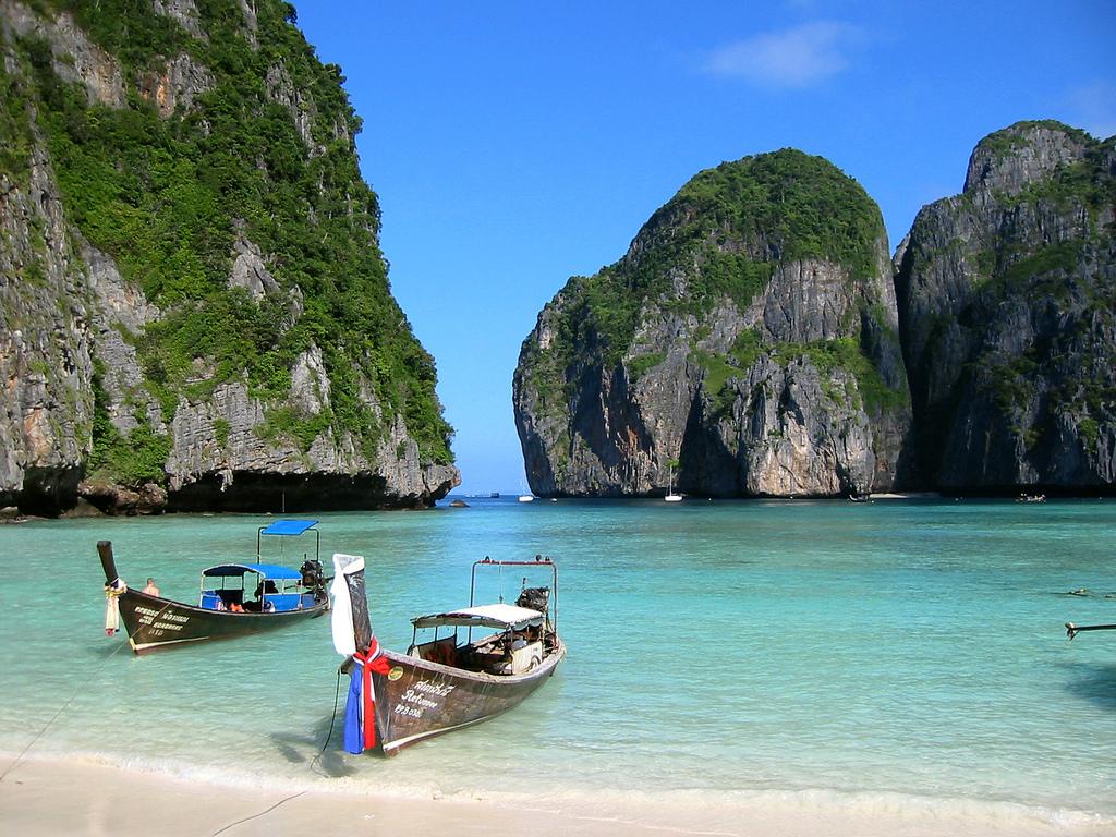 Ljuvliga Phi Phi och andra öar i Thailand bör ses med båt
