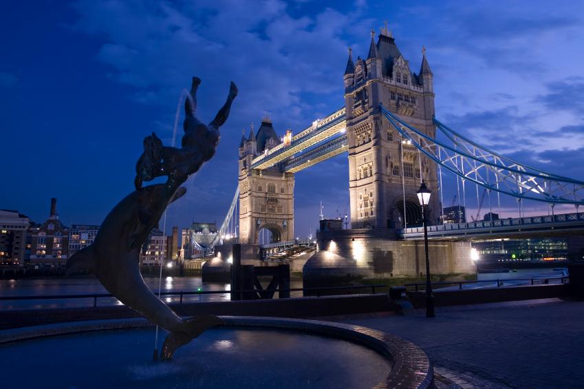 Besök London med lågprisflyg.